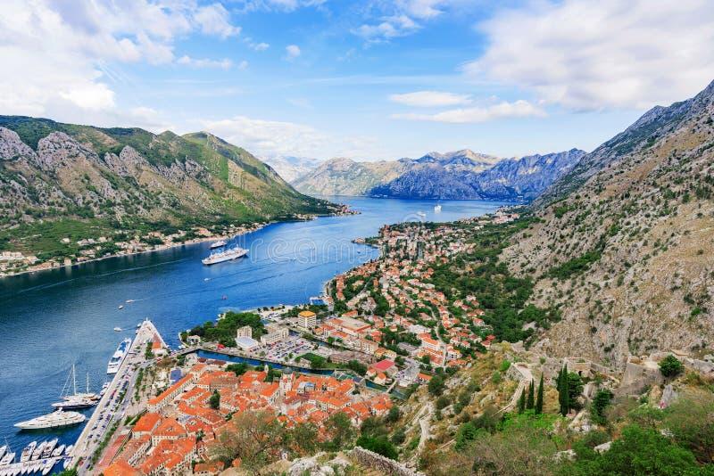 Vista da baía de Kotor foto de stock