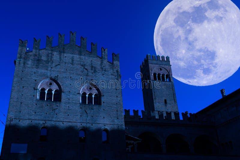 vista da Bolonha na noite fotografia de stock