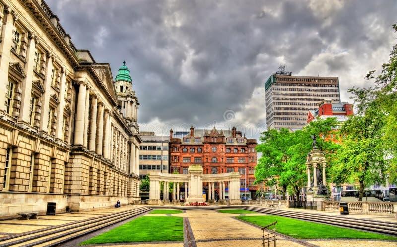 Vista da câmara municipal de Belfast foto de stock