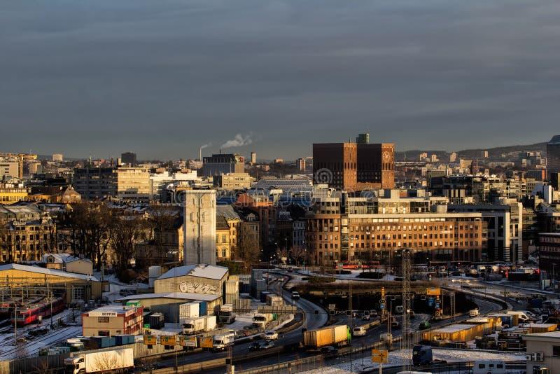Vista da câmara municipal de Oslo fotos de stock