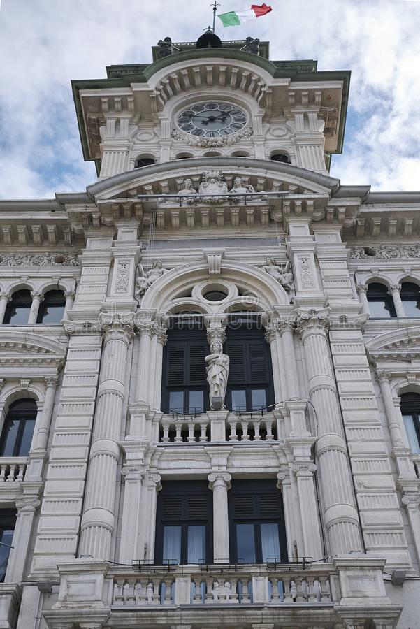 Vista da câmara municipal de Trieste foto de stock