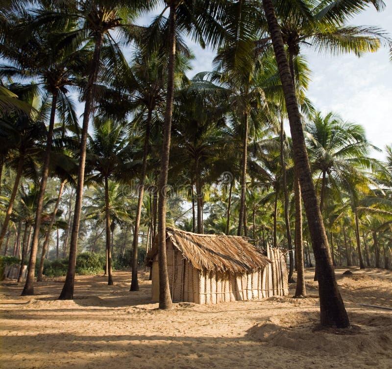 Vista da cabana de bambu exótica agradável imagens de stock