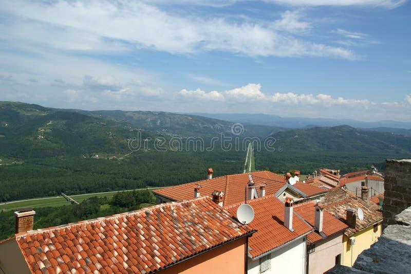 Download Vista Da Casa Com Telhados Vermelhos E O Vale Imagem de Stock - Imagem de paisagem, rural: 16862991