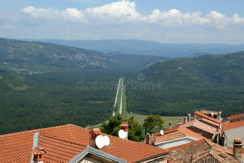 Download Vista Da Casa Com Telhados Vermelhos E O Vale Foto de Stock - Imagem de croatia, terra: 16863040
