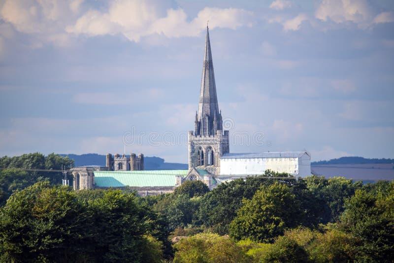 Vista da catedral de Chichester de Poyntz Bridge fotografia de stock royalty free