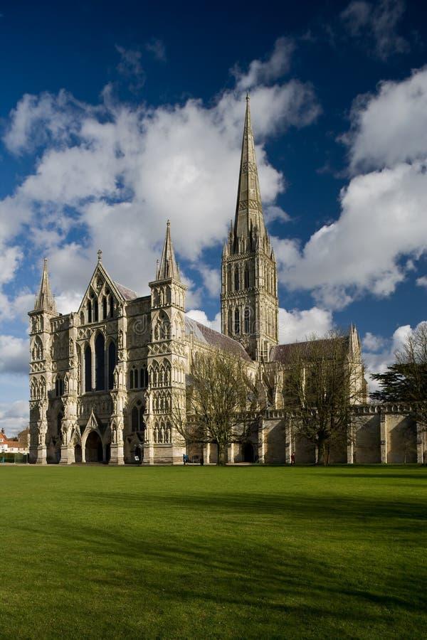 Vista da catedral de Salisbúria fotos de stock royalty free