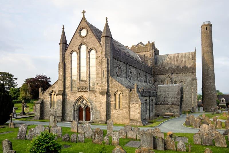 Vista da catedral do St Canices em Kilkenny na Irlanda fotos de stock royalty free