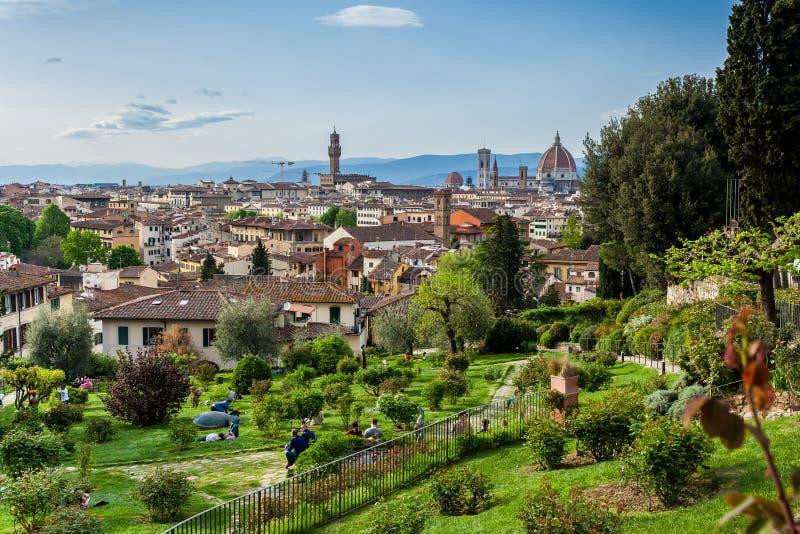 A vista da cidade bonita de Florença do delle de Giardino aumentou em um dia de mola adiantado fotografia de stock