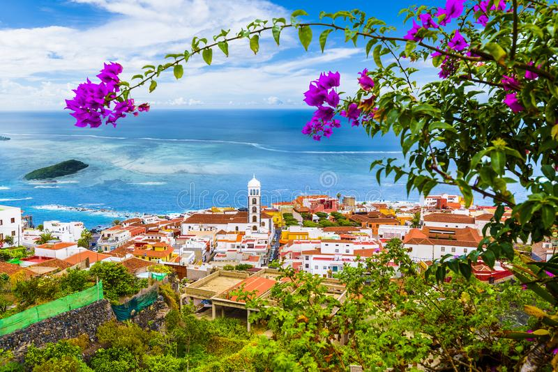 Vista da cidade de Garachico de Tenerife, Ilhas Canárias, Espanha imagens de stock