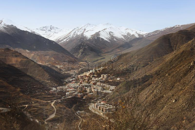 A vista da cidade de Kajaran, Armênia fotografia de stock