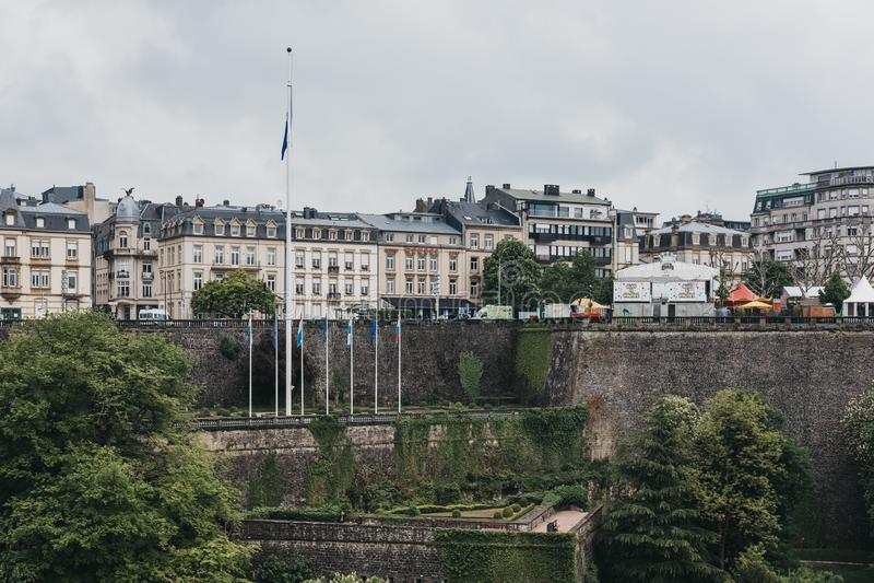 Vista da cidade de Luxemburgo sobre as hortaliças, Luxemburgo foto de stock