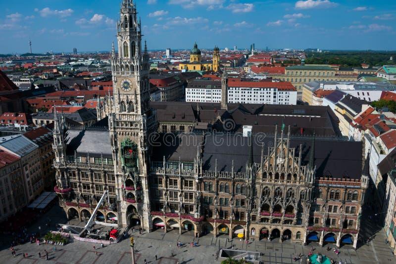 Vista da cidade de Munich e da cidade nova Hall Neues Rathaus fotos de stock royalty free