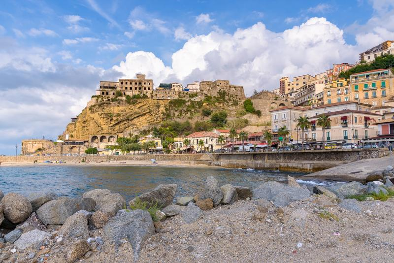 Vista da cidade de Pizzo em Calabria foto de stock