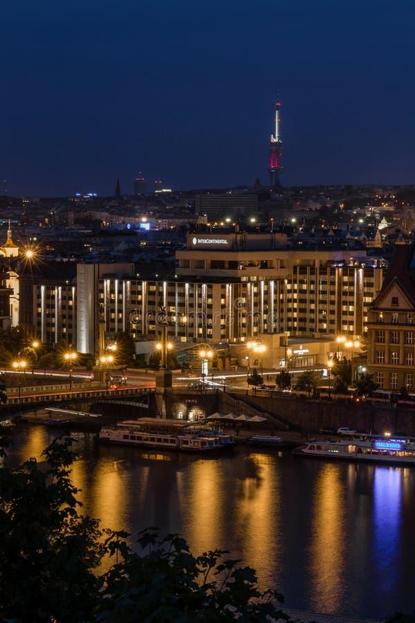 Vista da cidade de Praga na noite, República Checa foto de stock royalty free