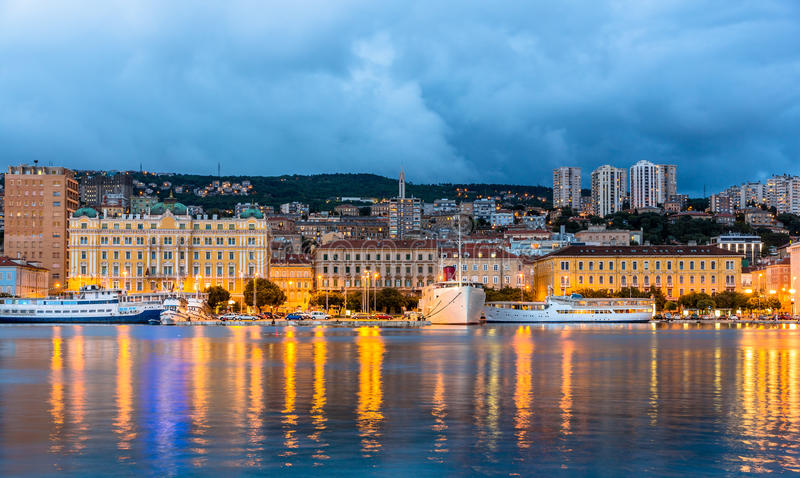 Vista da cidade de Rijeka na Croácia foto de stock royalty free