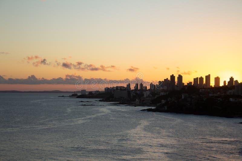 Vista da cidade de Salvador de Baía durante o por do sol fotos de stock