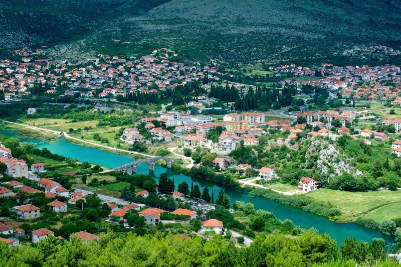 A vista da cidade de Trebinje em Bósnia e em Herzegovina foto de stock royalty free