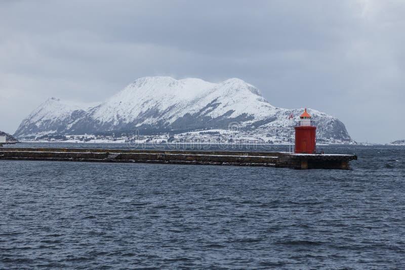 Vista da cidade do porto de Alesund E fotografia de stock royalty free