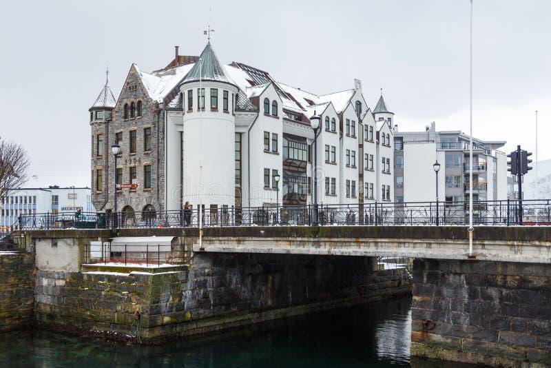 Vista da cidade do porto de Alesund E imagens de stock royalty free