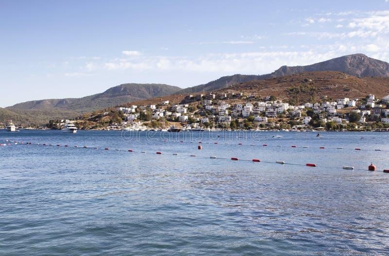 Vista da cidade e do Mar Egeu de Turkbuku foto de stock