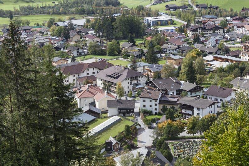Download Vista da cidade Matrei foto de stock. Imagem de arquitetura - 26507238