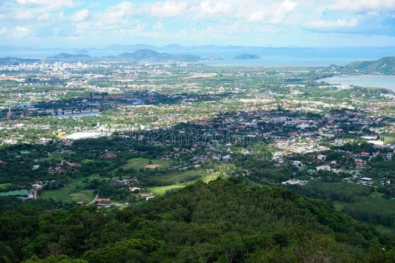 Vista da cidade Phuket da estátua da Buda grande, fotografia de stock royalty free