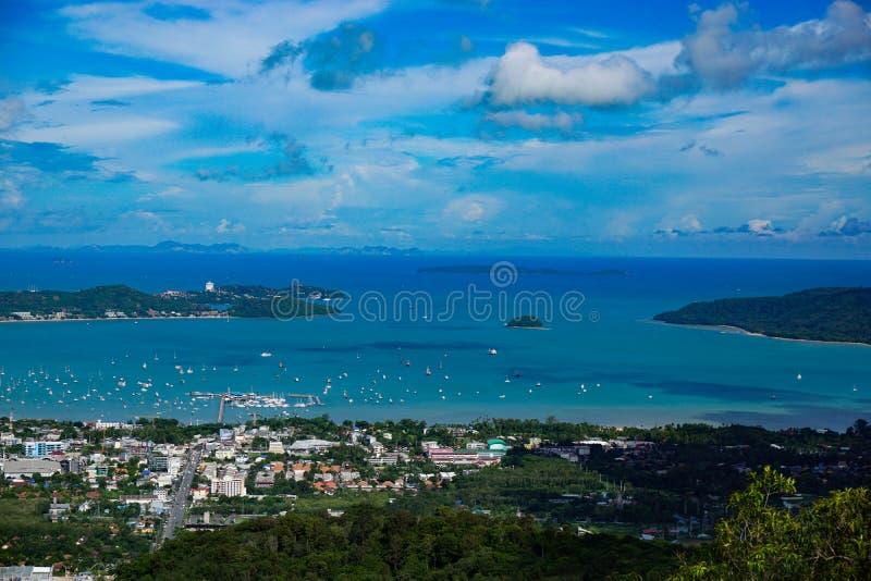 Vista da cidade Phuket da estátua da Buda grande, fotografia de stock