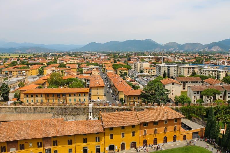 Vista da cidade velha da torre inclinada Pisa, Italy fotos de stock
