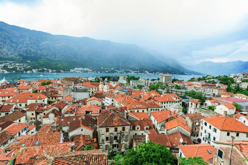 Vista da cidade velha de Kotor fotografia de stock