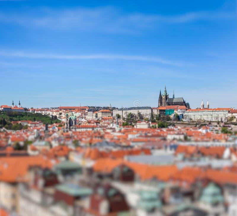 Vista da cidade velha de Mesto do olhar fixo, St Vitus Cathedral imagem de stock