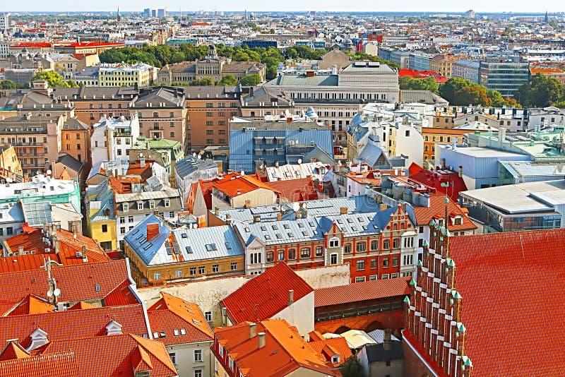 Vista da cidade velha em Riga, Letónia foto de stock royalty free