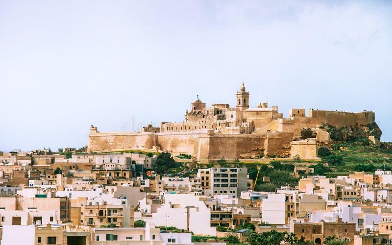 Vista da citadela com cidade principal Victoria no primeiro plano do norte na ilha de Gozo, Malta imagens de stock