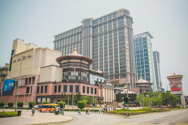 Vista da construção do casino e do hotel de luxo na rua do centro de Taipa em Macau foto de stock royalty free