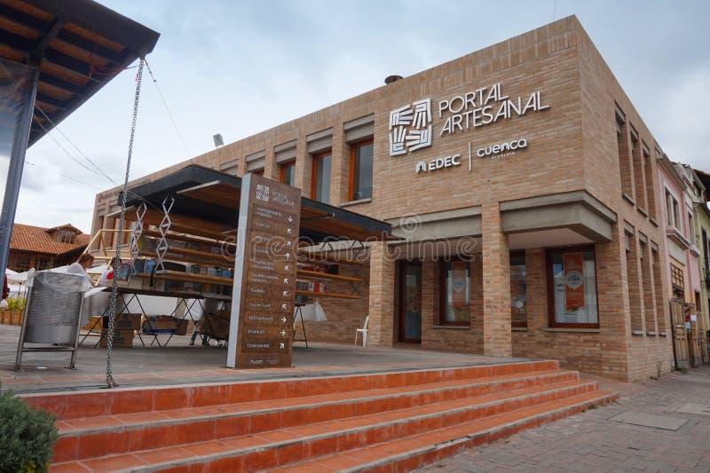 Vista da construção do portal do ofício na cidade de Cuenca imagens de stock royalty free