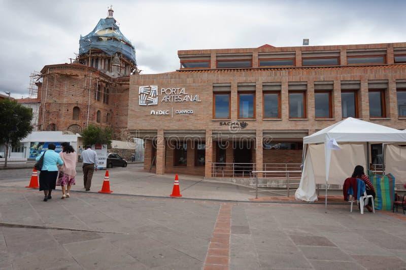 Vista da construção do portal do ofício na cidade de Cuenca fotos de stock royalty free
