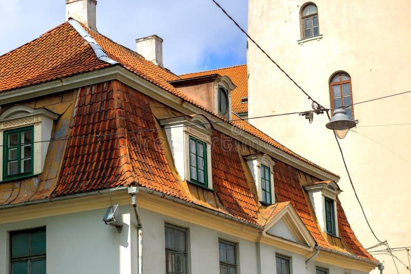 Vista da construção medieval em Riga, Letónia imagens de stock royalty free