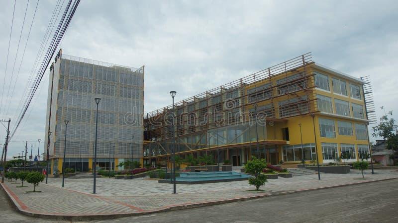 Vista da construção nova do governo na cidade imagens de stock royalty free