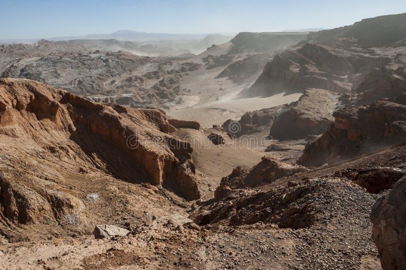 Vista da Cordilheira de la Sal, sal branco que emerge das rochas, montanhas salinas no deserto de Atacama, Andes - Chile fotos de stock