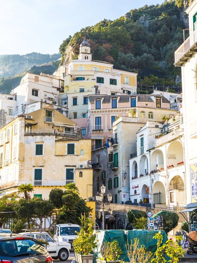 Vista da costa da estância turística de Amalfi, Itália imagem de stock royalty free