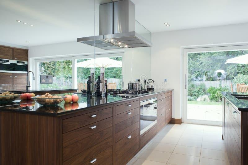 Vista da cozinha moderna imagens de stock
