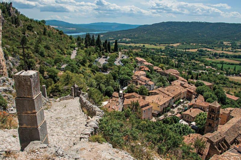 Vista da escadaria, dos telhados e da torre de sino de pedra imagens de stock royalty free