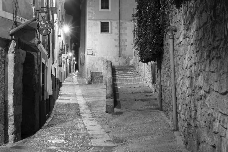 Vista da Espanha da vila de Cuenca na noite fotografia de stock