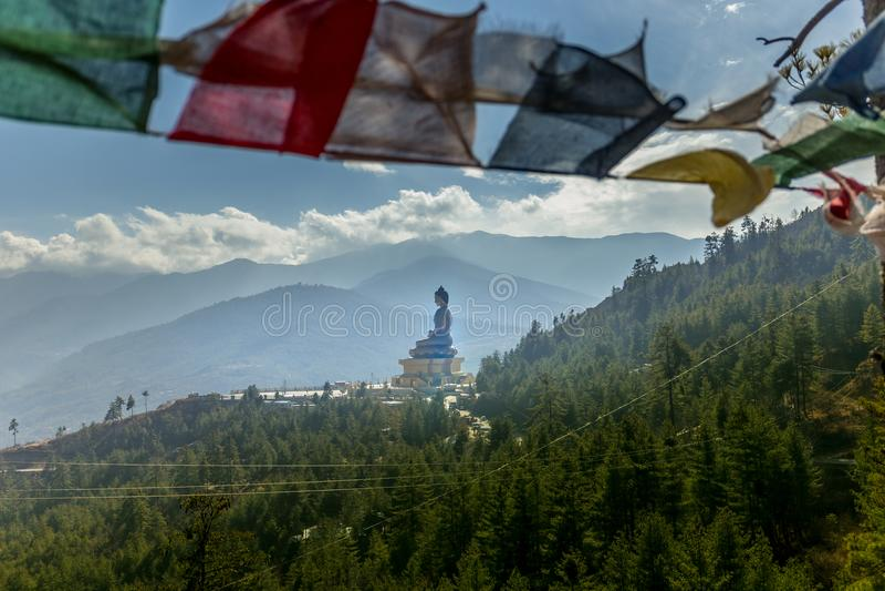 Vista da estátua gigante de Dordenma da Buda que negligencia a cidade de Thimphu, Butão, 3Sul da Ásia imagem de stock