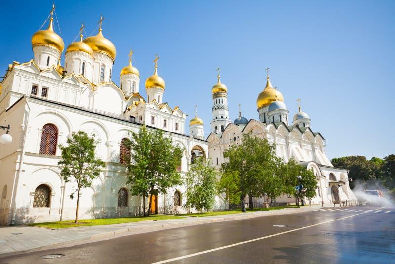 Vista da estrada molhada do palácio do patriarca fotos de stock