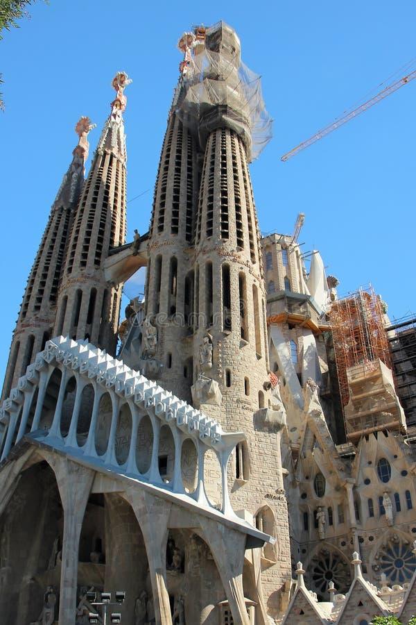 Vista da fachada ocidental sob a construção do Sagrada Familia do arquiteto de Gaudi em Barcelona, Espanha imagem de stock royalty free