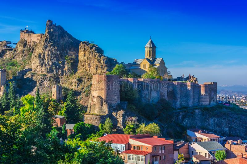 Vista da fortaleza de Narikala em Tbilisi, a capital Geórgia foto de stock