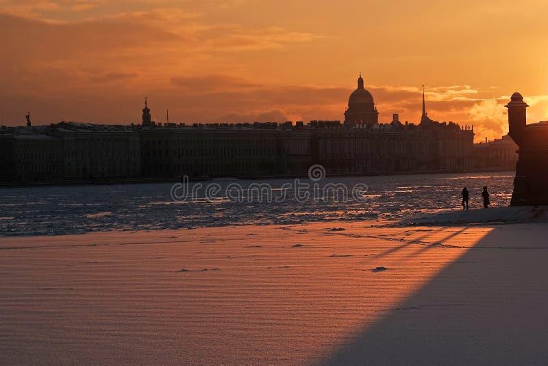 Vista da fortaleza de Peter e de Paul em St Petersburg imagens de stock