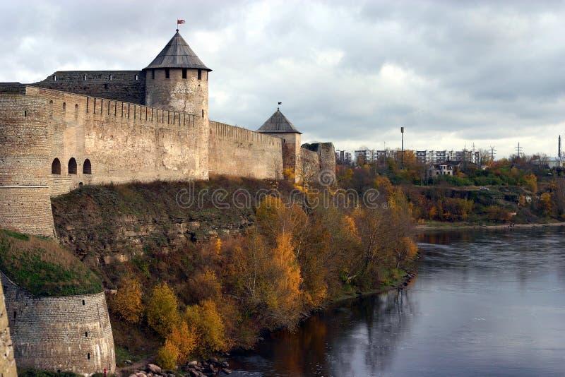 A vista da fortaleza do ivangorod foto de stock royalty free