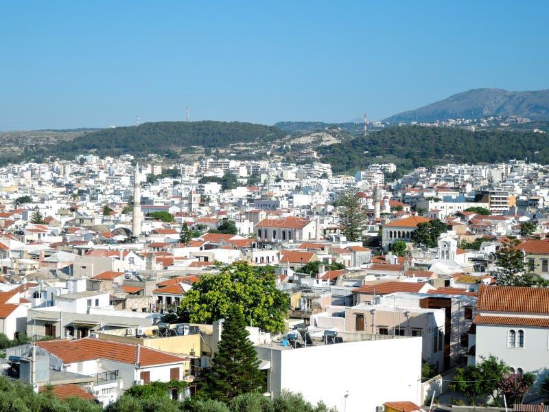 Vista da Fortezza qui sopra della città greca Rethymno, del porto e del mar Egeo di estate immagini stock