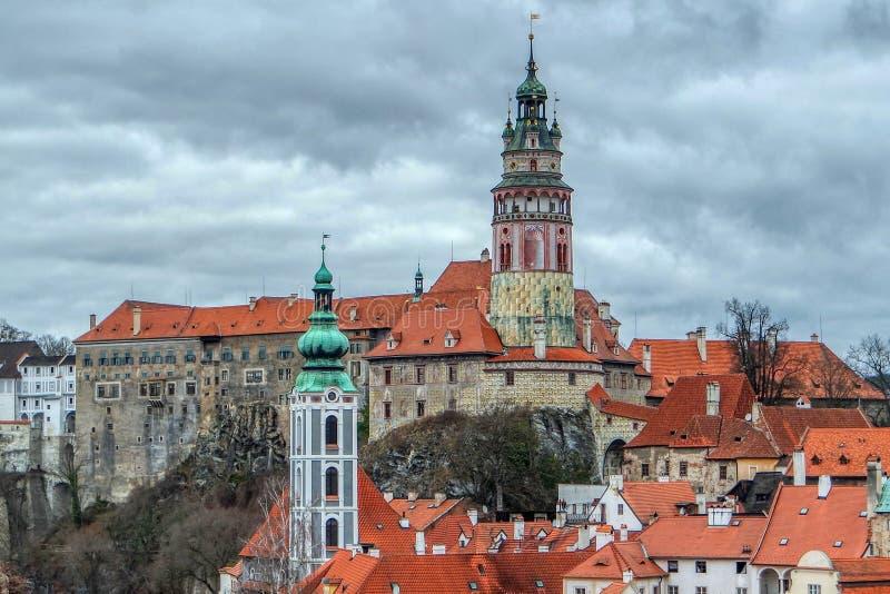 Vista da fortificare in Cesky Krumlov, repubblica Ceca fotografia stock libera da diritti